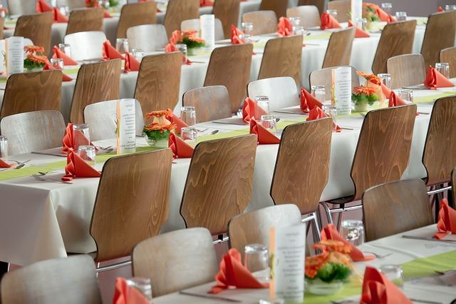 stoly na svatbu