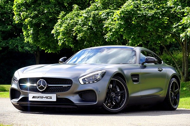 sportovní Mercedesu