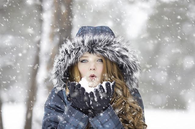 žena a sníh