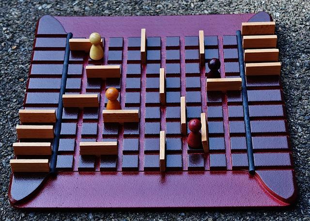 dřevěná desková hra
