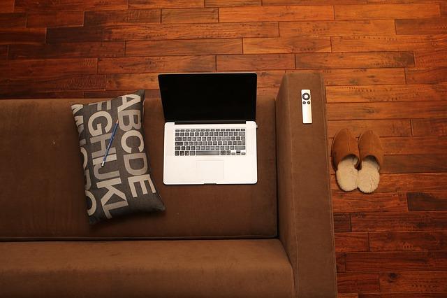 """""""kancelář"""" na gauči"""