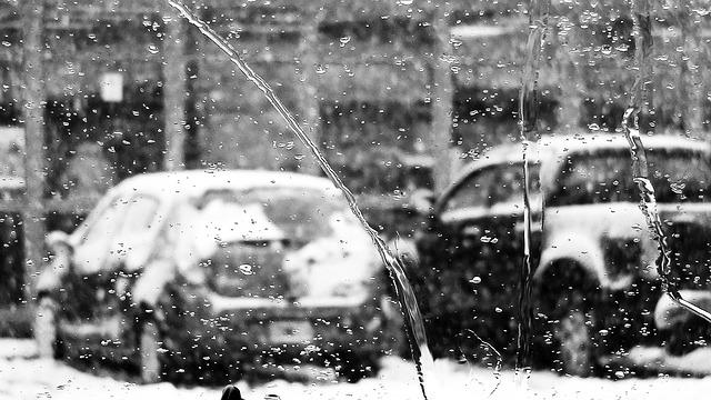 sníh na autech