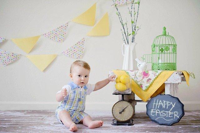dítě a dekorace