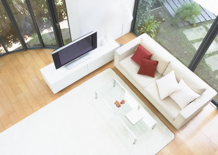 Interiér, okná, TV